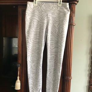 Alo Yoga Pants size large in white zebra